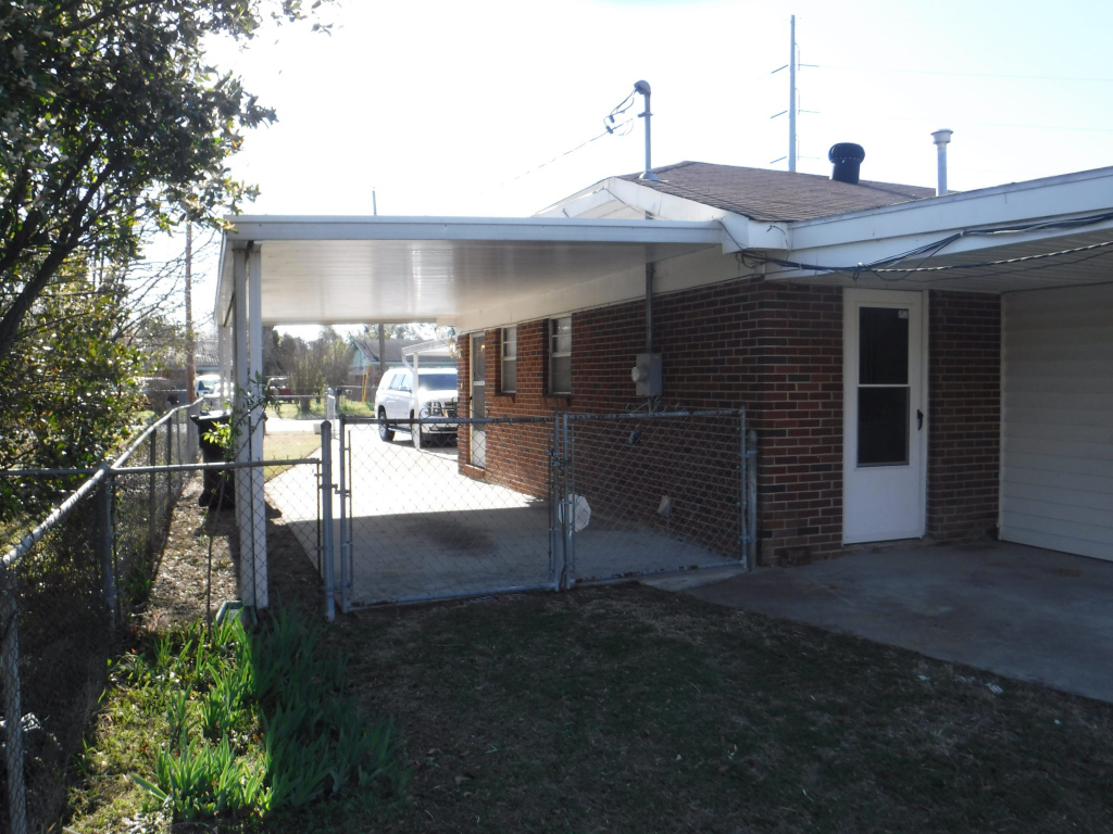 Side Of House With 8 X 12 Covered Back Porch Patio And View Facade Example in House With Carport On Side